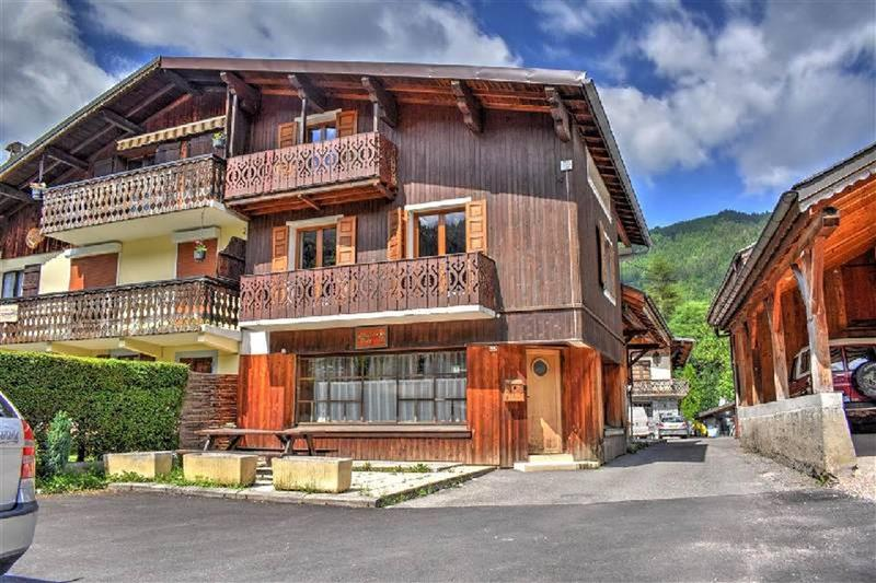 Main Photo of a 6 bedroom  Chalet for sale