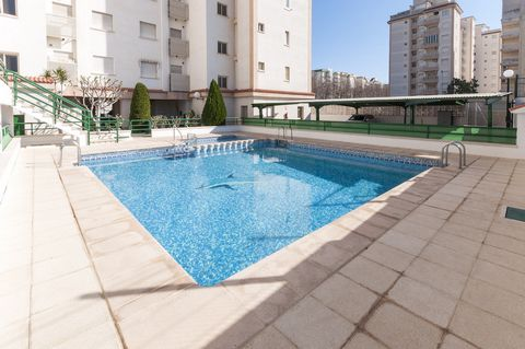 Fantastic apartment with shared pool in Playa de Gandía. The second home near the sea for 4-5 people. The apartment is located on the first floor of a spectacular building with elevator, that features mountain and city views. It is only 500 metres aw...