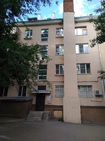 Продаю уютную однокомнатную квартиру в центре города. Газовая колонка обеспечит вас горячей водой круглый год . Кухонный