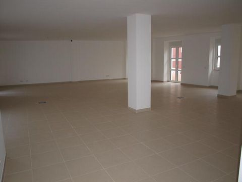 Located in Nossa Senhora do Pópulo. Office, in the parish of Nossa Senhora do Pópulo, for sale, New, price £ 210000.00, gross area 100 m 2. Around parking, Pharmacy, shopping centre, City Centre, public services, banks, post office, Church, restauran...