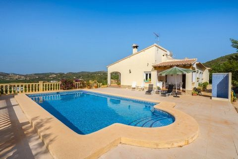 For sale Country villa in Lliber with vineyard and 3 bedrooms.. The villa is spacious , one level and high building standards. The living room has a wood burning stove and separate diner which both have direct access to the covered terrace. The count...