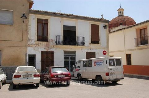 A Townhouse in a Town Square location in Rafelguaraf, a short drive to the Beaches of Gandia and Oliva with all the facilities of a large holiday town including Rail and Road Links to Valencia and Valencia Airport. A bargain price for someone looking...