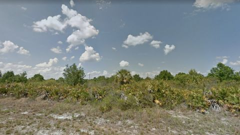 Located in North Port. Call or text 732-641-6508 for more details! Open to discussing different financing options to fit your needs. This 0.23 acre property has all the perks of a private location, but still enjoys the benefits of a convenient locati...