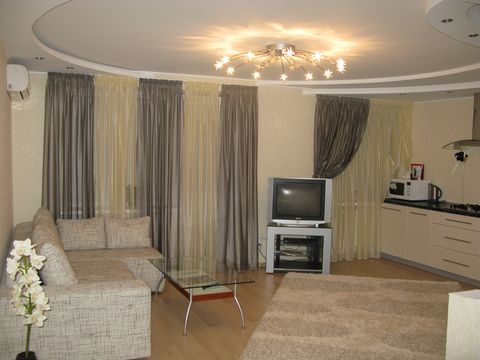 The apartment is on the street. Fucik is located in the historic center of Dnepropetrovsk - the perfect solution for those wishing to cozy and comfortable accommodation in Dnepropetrovsk. Easy access to all attractions of Dnepropetrovsk, there are ma...