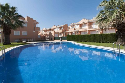 This nice terraced house with communal pool in El Verger, Denia, can comfortably accommodate 8 guests. The housing development features a communal, 14m x 8m chlorine pool with a depth ranging from 0.6m to 1.7m, open from June to September, a children...