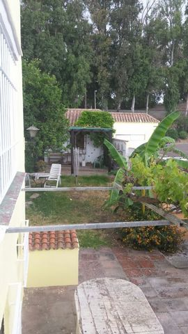 A terraced house for sale or to rent in Los Barrios. Three floors, basement, storage room, kitchen, four bedrooms, lounge, walk in wardrobe and a large bathroom with a bath and separate shower upstairs and a bathroom with a shower downstairs. Garden ...