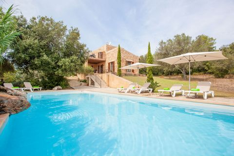 Rustic styled, charming cottage with private pool in Artà, 8 km from the coast. It accommodates 6 people. This Majorcan cottage with stone lined facade has wonderful views overlooking the rolling hills and the woods. The private, 12 x 5 meters chlori...