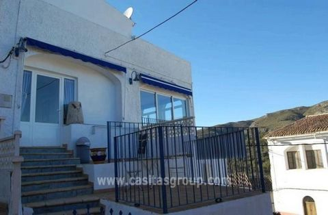 An Apartment in the Vall de la Gallinera in a central location with excellent country views, yet benefitting from being in the centre of a peacefull Spanish Village. Enter a Gated area with 2 small paved Terraces into a large Hallway through a door i...
