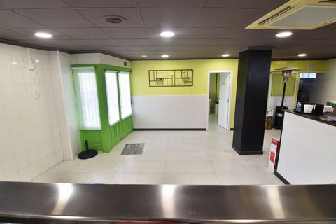 A newly renovated commercial premises in Calpe (Costa Blanca), just 65 m from the beach. This premises of approx. 95 sqm, it is located on the ground floor of the building, located only 65 m from Cala Calalga, 500 m from Mercadona, 800 m from La Foss...