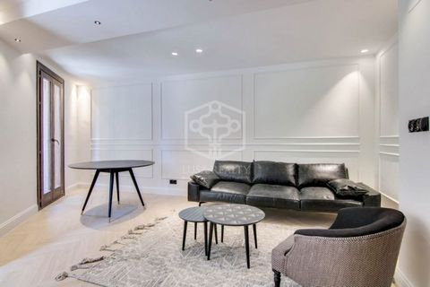 Two recently renovated apartments on sale in a 3-storey building constructed in 1900 and located in a quiet street very close to Plaza España, Parque de Joan Miró and Sants Estación. Perfect location in a residential area with excellent commercial an...