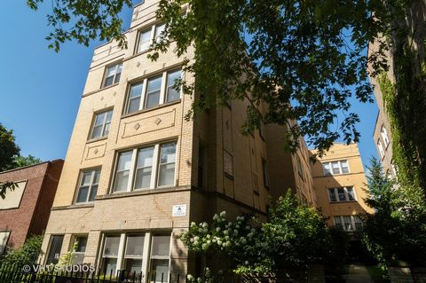 Move-in-Ready garden condo one block from Horner Park and close to Lincoln Square. Great light in large front room and bedroom, stainless steel appliances and granite counters in kitchen, exposed brick, separate bathtub and shower in large bathroom, ...