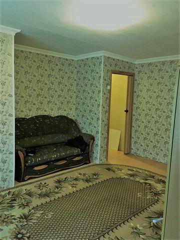 Сдается 2 ком. квартира в Чехове ул. Полиграфистов. Квартира в хорошем состоянии чисто аккуратно, мебель 2 кресла, диван, софа, стенка, техника холодильник, микроволновка, стиральную машинку возможно приобрести в счет оплаты. Рядом магазин Пятерочка ...