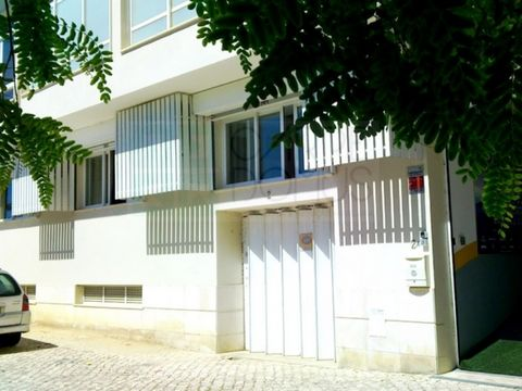 Spacious and functional office with 192M2 in Almada, It has high standards of comfort provided by good ventilation and an effective thermal and acoustic insulation. It has water, electricity, broadband Internet, active surveillance 24/24 hours and ai...