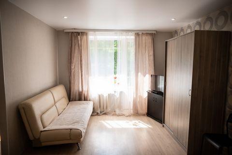 Сдается уютная, просторная однокомнатная квартира недалеко от м.Войковская, прямо у ЦИТО.Тихий и уютный двор, много зелени, есть площадка для детей.В квартире есть все необходимое для проживания. Два дивана- комфортно могут разместиться 4 человека. Е...