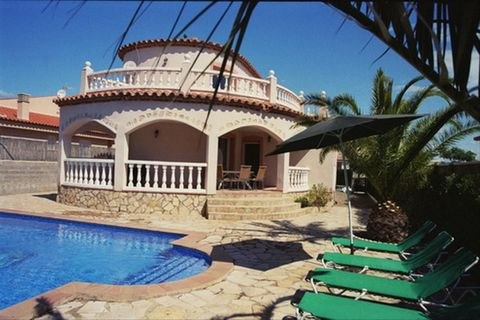 Villa Manuela is located in the pretty town of Miami Playa, a popular resort in the eastern part of the region. It occupies a convenient location, 30 km southwest of Tarragona and 120 km southwest of Barcelona. In the town you will find everything yo...