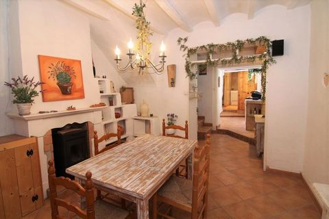 Now for sale lovely townhouse i Jalon completely renovated with two bedrooms, two bathrooms, and a lovely solarium decorated with very good taste. Located in the center of the historic town of Jalón, on the Costa Blanca North. . This town house for s...