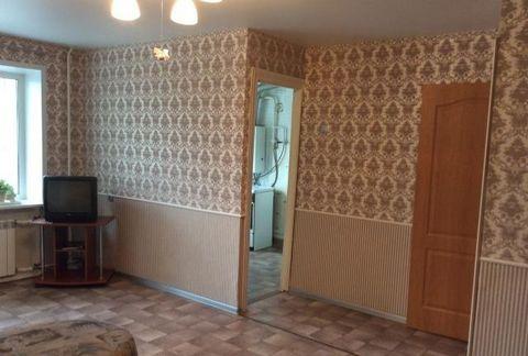 Продается 2-х комнатная квартира в мкр. Львовский Подольского р-на, ул. Садовая д.4А расположенная на 3 этаже 5-ти этажного кирпичного 4-х подъездного дома 1964 года постройки. Общ. пл.44 м, жилая 27 (комнаты 17+10 смежные). В квартире есть кладовка,...