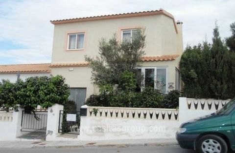 An End of Terrace Duplex style property in close to Alicante. Enter through gate into a small front garden. The Pretty Conservatory leads into the living room and dining room whih has windows onto the garden, with feature Fireplace and Air Conditioni...