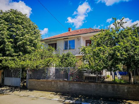 Burgas. Two-storied House with 4 bedrooms, only 6 km from Sunny Beach IBG Real Estate is pleased to offer this house on two floors, located in a peaceful village with amenities near Sunny Beach and the sea. The village is well maintained with good in...