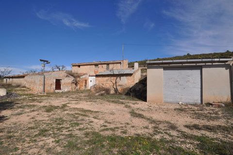 Cave house in La Zarza. Very easy access, very nice located and with amazing views. Needs work to be done.We are specialists in the Costa Blanca and Costa Calida specialising in the Alicante and Murcia Inland regions with a particular emphasis on Eld...