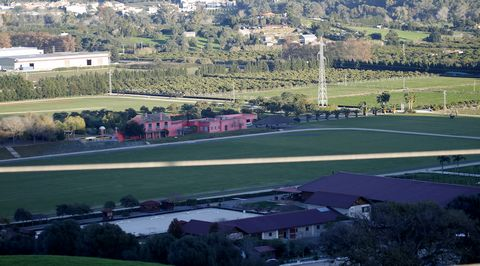 THE PEACE OF LIVING Jimena de la Frontera has the advantage of being a small nucleus located in the nature with clean air. It is located between Málaga- Cádiz a few minutes from Gibraltar. Privileged situation in the Natural of Los Alcornocales park,...
