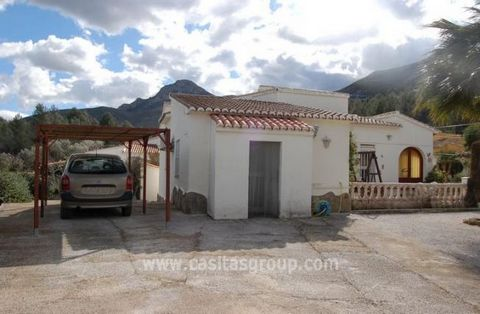 A Detached Villa with Swimming Pool in the popular Jalon Valley. Located on a completely flat plot of land the accommodation is also on one level and is surrounded by countryside, yet walking distance to the facilities of the local Village. The garde...