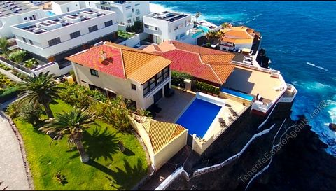 3 Bedroom 3 Bathroom Frontline Villa For Sale in Puerto Santiago 1,500,000 € A rare opportunity to own a beautiful 3 bedroom 3 bathroom villa situated directly on the ocean front overlooking beaches in the Los Gigantes area. This beautiful front line...