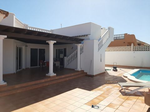 Great villa on the island of Fuerteventura. Located in the north of the island, in the town of Corralejo, in a quiet area a few km from the sea and the city center. It has a wonderful terrace with a 360 degree view of the ocean, the Isla de Lobos, th...