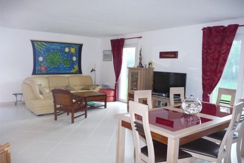 House level 1, View Country, position south, General condition Excellent, Kitchen Américaine équipée, Heating Ellectric, cleansing Modern sanitation, Living room surface 30 m² Bedrooms 2, Bath 1, Toilet 1, Terrace 1, Car park 3 Environment house Semi...