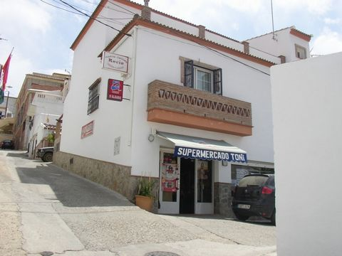 BUSINESS AND HOME IN BARRIADA EL PUENTE, ALORA. This property offers a great opportunity to acquire a thriving business and also a very attractive home. Offered for sale is an established supermarket enjoying a corner position within Barriada el puen...