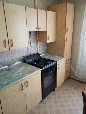 Сдам трехкомнатную квартиру на длительный срок, рассмотрю порядочных граждан РФ до 5 человек. Комнаты все изолированные, большая лоджия, с\у раздельный.Большая кухня, квартира в обычном состоянии.Показ по договоренности.