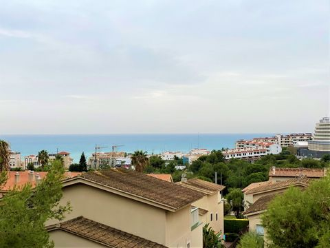 Minimalist, spacious, comfortable, bright....This is how this penthouse located in the quiet area of Sitges, Levantina, very close to the beach and port of Aiguadolç can be described. The building was recently renovated. There are only 3 neighbors in...