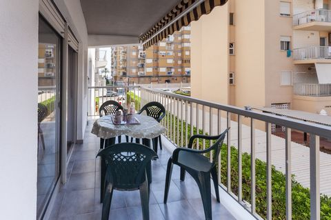 Welcome to this wonderful apartment for 4 - 6 guests, located at only 300 meters from Playa de Gandía. The cosy terrace of this 1st floor apartment, with elevator, is ideal to have a delicious and energetic breakfast while contemplating the village, ...