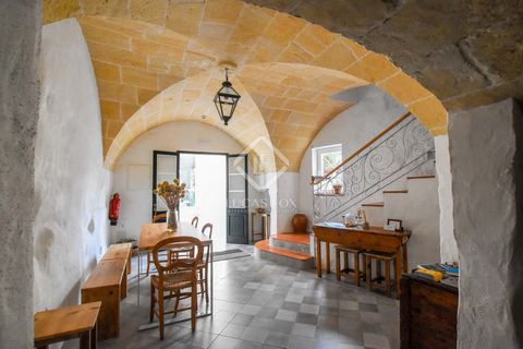 This charming Bed & Breakfast, with a built area of 160m², has 5 bedrooms with private bathrooms and is located in the old town of Ferreries. The hotel is distributed over 3 floors and the renovation has preserved the classic Menorcan style with typi...