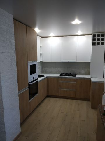 Сдадим однокомнатную квартиру, на долгий срок. Вся необходимая мебель в квартире, в отличном состоянии. Wi-Fi (оплачивается самостоятельно). В стоимость арендной платы включены коммунальные платежи. Поблизости развита инфраструктура.