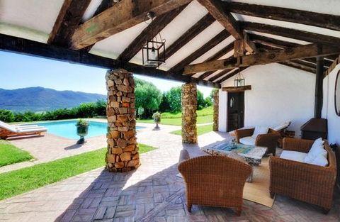 Esta antigua casa de pastores con más de 200 años de antigüedad, está completamente restaurada aunque conserva algunas características originales de su antigua construcción (tiene un horno de pan tradicional en uno de sus cuartos de baño). La casa es...