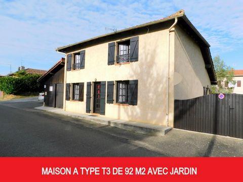 Maison à colombages de type T3 située à 500 mètres du centre-ville d'Eauze, dispose d'un jardin d'environ 290 m2. La maison se compose de la façon suivante: rez-de-chaussée: une cuisine ouverte sur la salle à manger d'une surface totale de 31 m2. une...