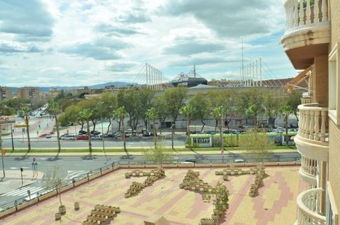 In the center of Murcia, in the area Reina Sofía Street, Dayas amp; Partners manages the sale of this extraordinary house, of 126 m2. It is on a fourth floor, from the year 1992, in perfect condition It is distributed in large living room with access...