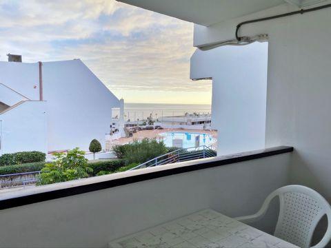 Bonito estudio con vista al mar y a la piscina en Apartamentos Puerto Plata, Puerto Rico. Completamente amueblado y equipado. Dispone de piscina comunitaria, jardín, aparcamiento. Cerca a la playa de Puerto Rico y el centro.[IW]