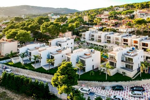 ! Professional fees are not included in the price The investment project is a hotel complex for sale in Playa de Aro on the Costa Brava. It boasts an excellent location, just 300 meters from the beach and 700 meters from the center of Playa de Aro. T...