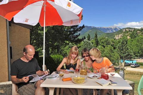 At the border of the Alpine foothills and Provence, in the middle of lavender fields, the holiday village of Montbrun-les-Bains will charm you with its ideal location at the foot of Mont Ventoux. Located in the midst of hills, the holiday village inc...