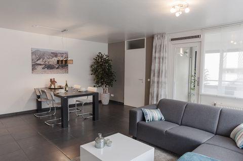 1 chambre est disponible à la location près du jardin Anne-Frank Vous allez adorer le décor chic et les beaux meubles. La cuisine entièrement équipée est également ici et est livré avec tous vos appareils de base, y compris un four. La chambre a un l...