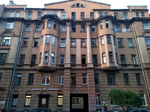 Apartment for sale in the center of St. Petersburg. Location: 10 to 15 minutes walk from the metro stations of
