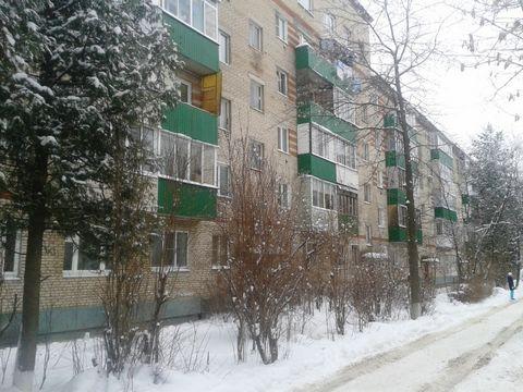 Московская область, г. Солнечногорск, улица Вертлинская, д. 13. Продаю 1 комнатную квартиру на 1/5 этажного кирпичного дома. Общая площадь – 30 кв. м. из них жилая – 17 кв. м. и кухня – 7,5 кв. м. Квартира в среднем состоянии, СУС, деревянные окна, п...