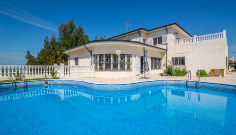 Fantastic villa with ocean views , suitable both for residence or tourist project for housing tourism project. Real estate property , for sale , withquite generous areas, featuring an outdoor area, with large garden , dining area and swimming pool ...