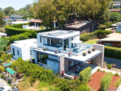 EXTRAORDINARY CUSTOM CONTEMPORARY in the heart of Olde Del Mar. Unique opportunity! Two homes on one lot offer flexibility: multi-generational family compound, primary residence with guest house, second home, beach get away, income property. You choo...