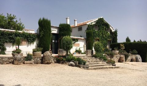 Farm of recreation, hunting and raising of cattle,surrounded by different species: Oaks, ash trees. Perfect place for hunting ground. Exceptional and unique Andalucian farmhouse with 1.200 hectares of land. In perfect conditions and conserving the fu...