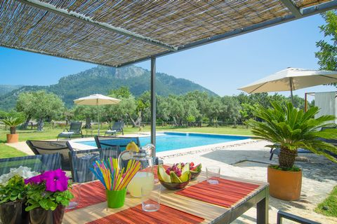 En el encantador pueblo de Binibona, entre campo y montañas, se encuentra esta maravillosa villa con piscina privada donde 8 personas disfrutarán de una tranquilidad y privacidad absolutas. El jardín es un verdadero paraíso, un lugar de ensueño donde...