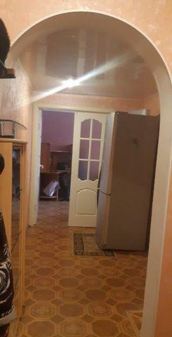 Продам двухкомнатную квартиру в хорошем состоянии на третьем этаже пятиэтажного панельного дома, общая площадь 47/30/6, не угловая, комнаты изолированные.Прямая продажа, один собственник.Показ по договоренности.