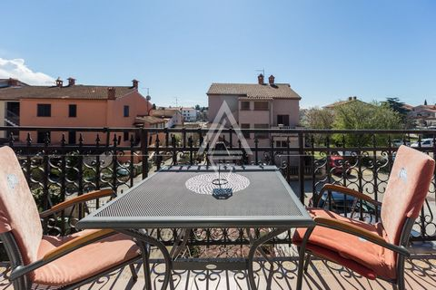 Opportunity for investors! A residential building with several residential units for sale in Rovinj near the sea and the city center. Well built and in a great location, this building has a total of 1000 m2 and consists of: basement, high ground floo...